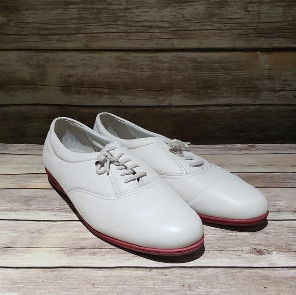 Easy Spirit Motion Shoe White Oxford
